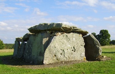 Madelaine dolmen (ancient-wisdom.co.uk)